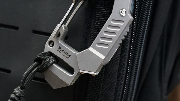 The Features & Description Of The MecArmy FL10 Carabiner Flashlight
